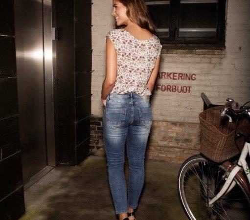 Dansk iværksætterpar bryder tendensen og producerer tøj i Danmark