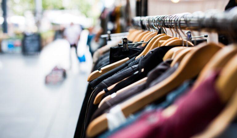 Invester i smart butiksinventar til tøjbutikken