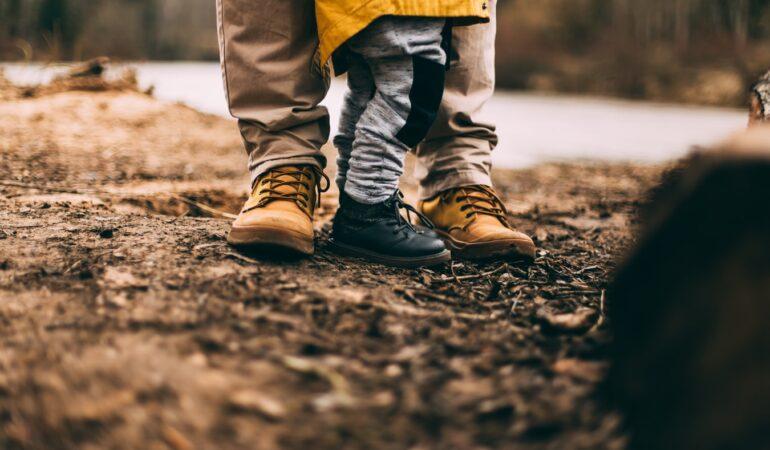 Lad dit barn udfolde sine eventyrer – vælg kvalitetssko